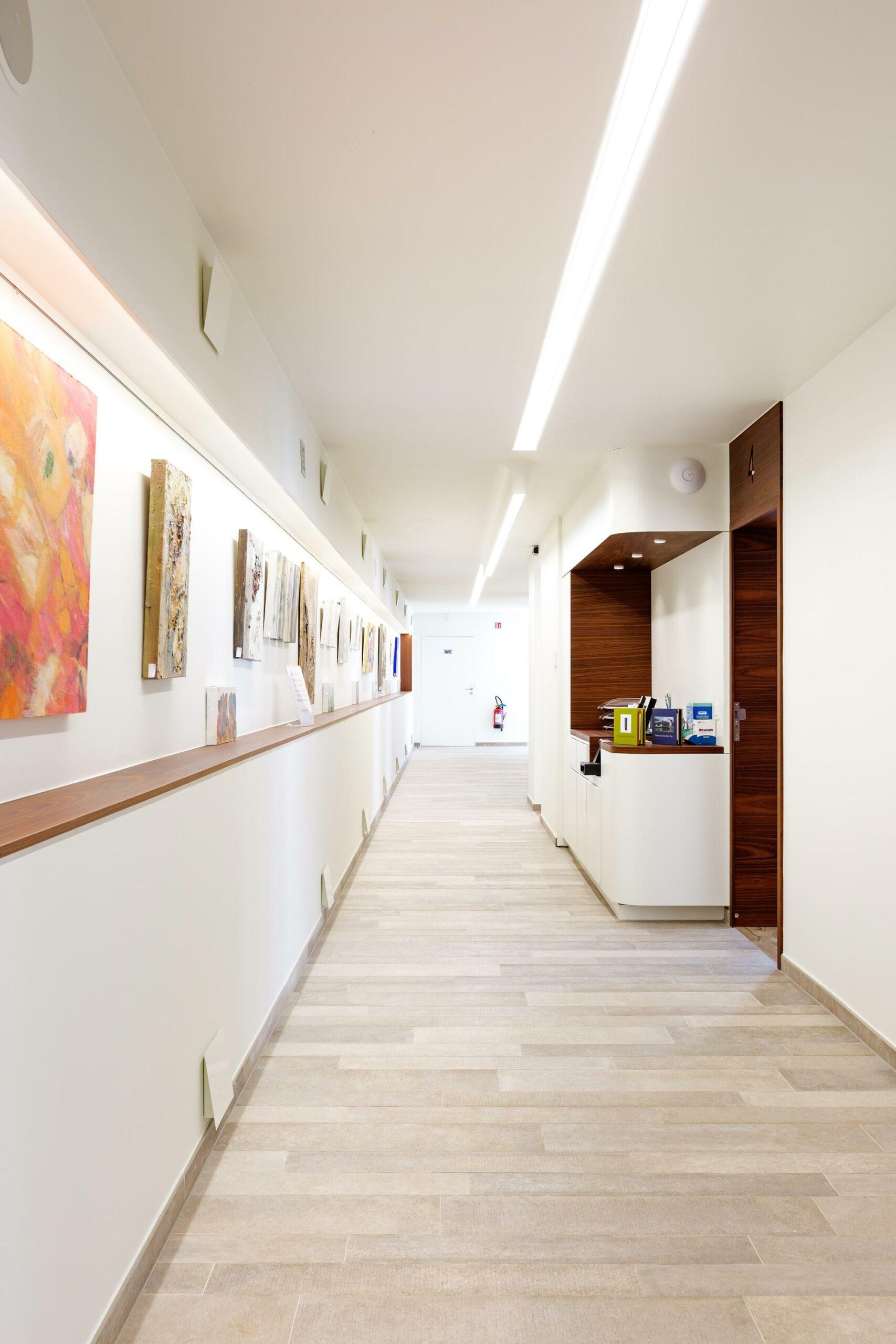 Schilderwerk gang, witte muren