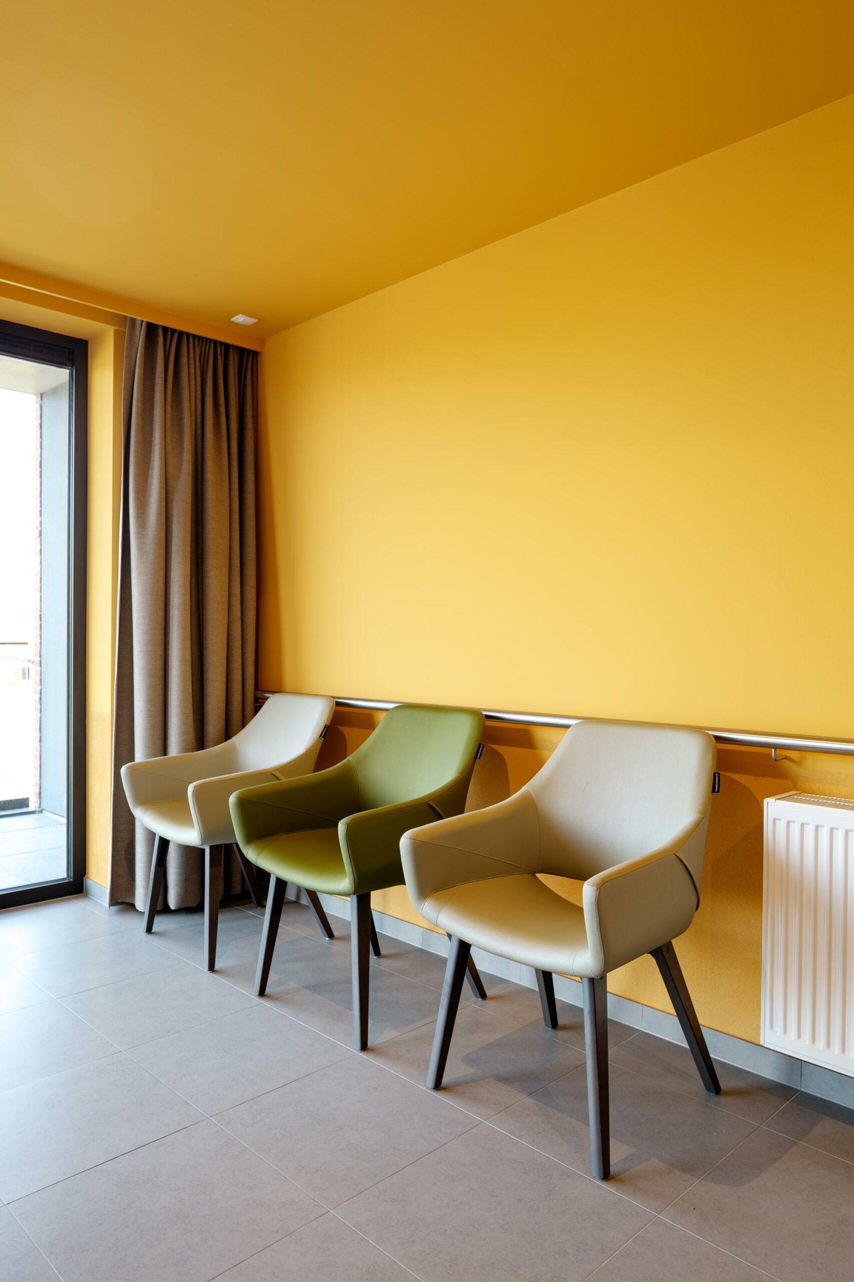 Schilderwerk gang, gele muren